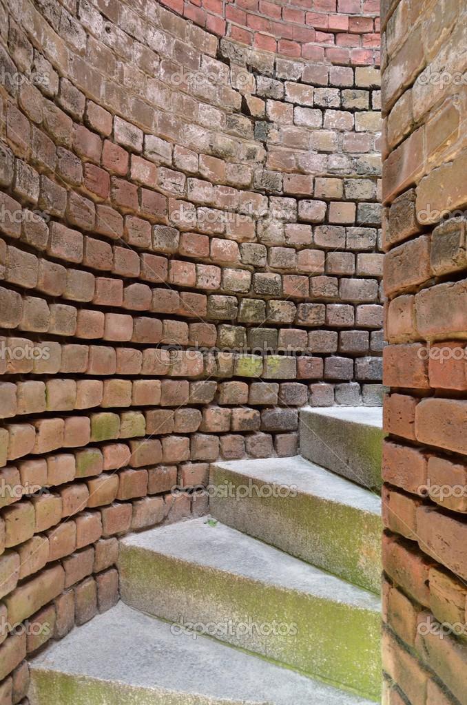 Escaleras de caracol a trav s de paredes de ladrillo curvo - Escaleras de ladrillo ...