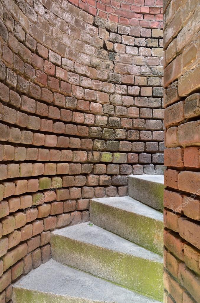 Escaleras de caracol a trav s de paredes de ladrillo curvo - Cerrar escalera caracol ...
