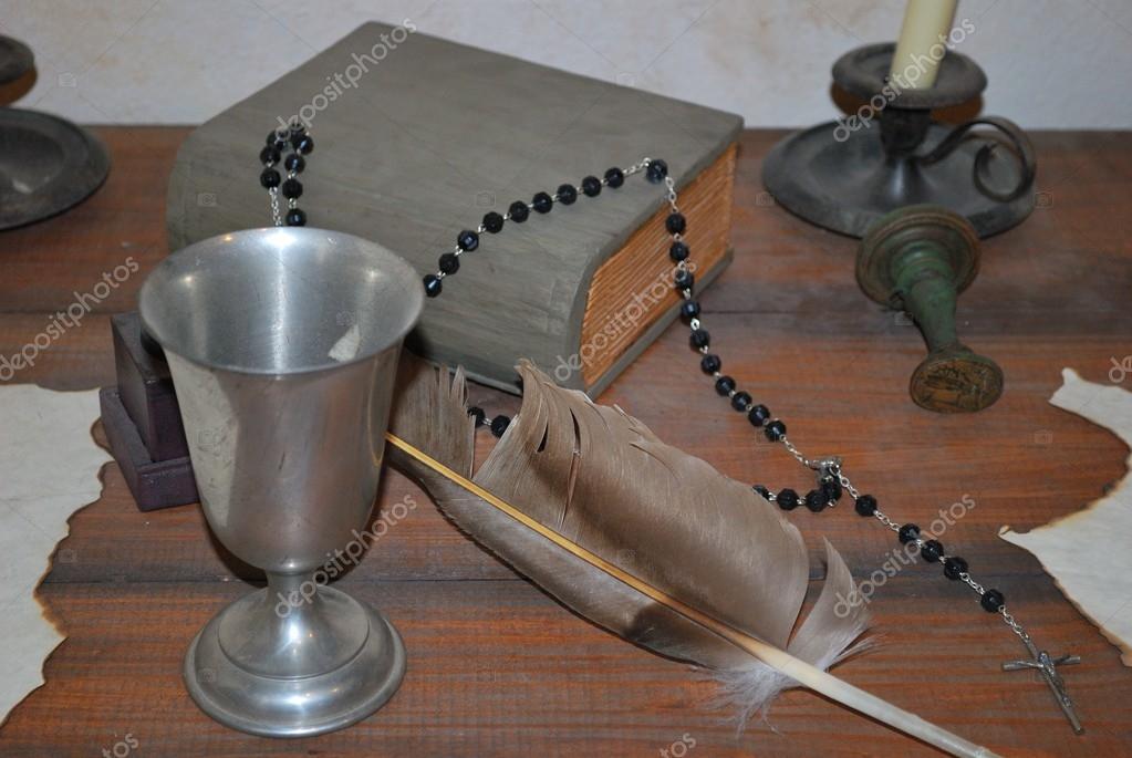 Escritorio De Un Sacerdote Católico