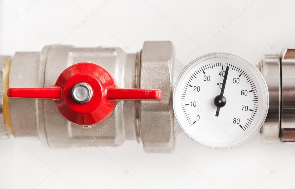 Kända Vatten termometer med röda ventilen och metallrör — Stockfotografi IL-38