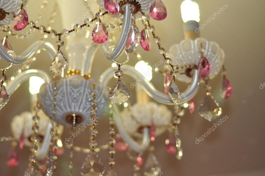 Kronleuchter Rosa ~ Kristall kronleuchter in weiß und rosa farben u2014 stockfoto © hadira