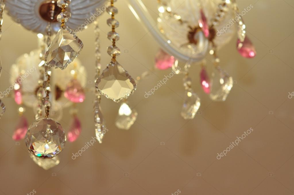 Lampadario Rosa Cristallo : Lampadario di cristallo nei colori bianchi e rosa con spazio