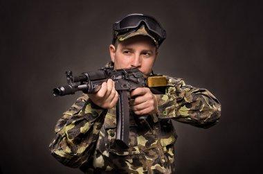 Soldier aiming a machine gun