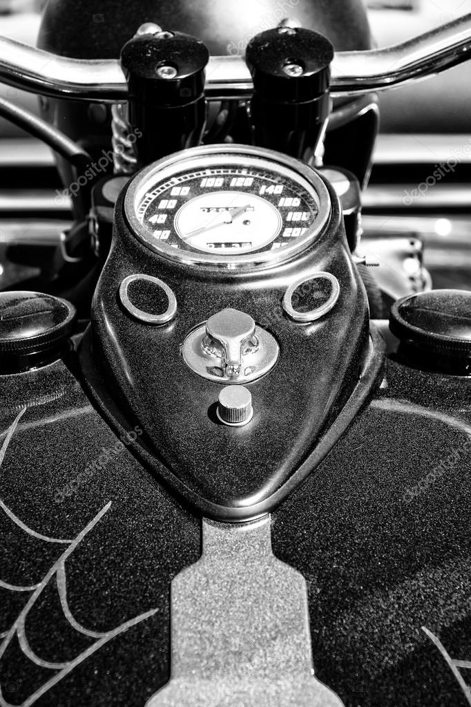 le tableau de bord et le r servoir de carburant moto harley chopper personnalis de davidson. Black Bedroom Furniture Sets. Home Design Ideas