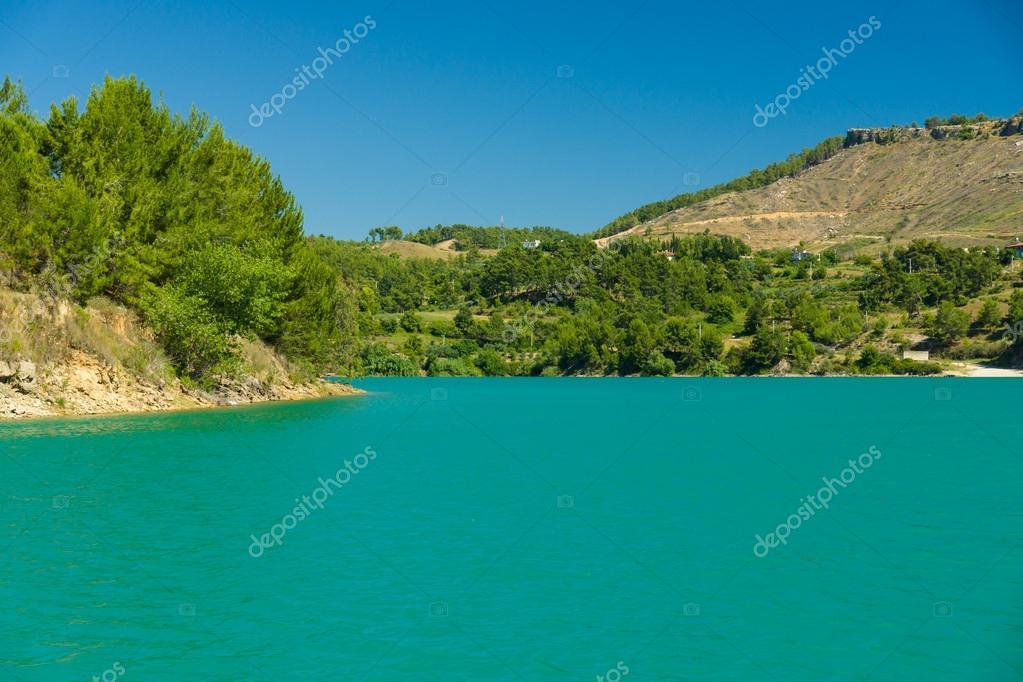 トーラス山の緑湖。oymapinar。...