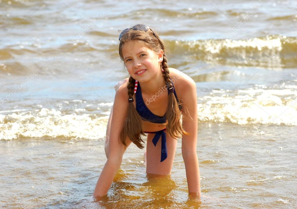 jeune fille a la plage photographie koer 12831119