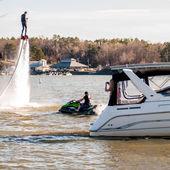 extrémní sporty vody jetpack flyboarding