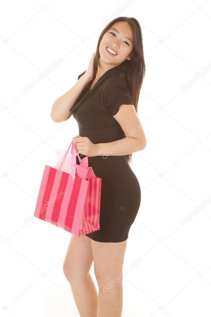 7d9ccf42d4 χαμόγελο ροζ τσάντα μαύρο φόρεμα γυναίκα — Φωτογραφία Αρχείου ...