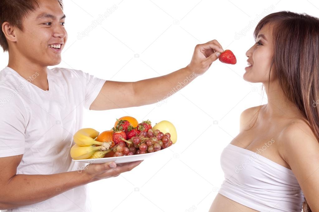 Для большинства людей клубника ассоциируется с получением земных удовольствий, любовью и ещё чем-то романтическим.
