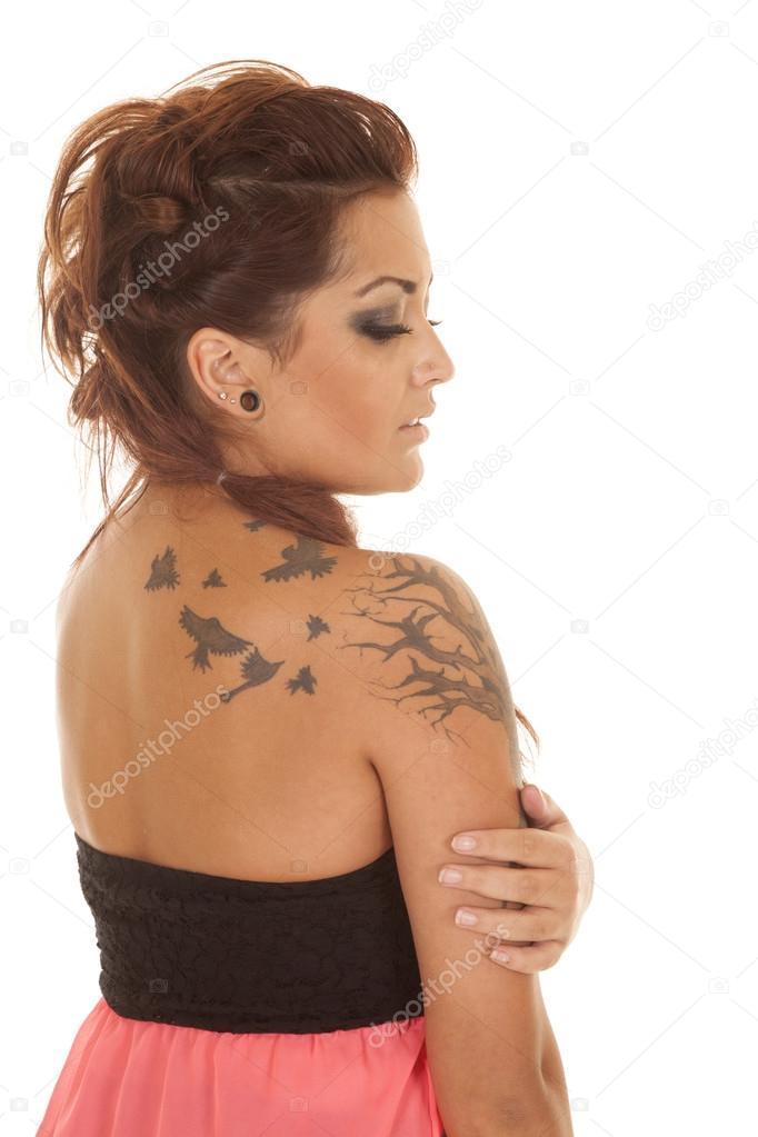 Cote Tatouages Rose Femme Regarder Vers Le Bas Photographie