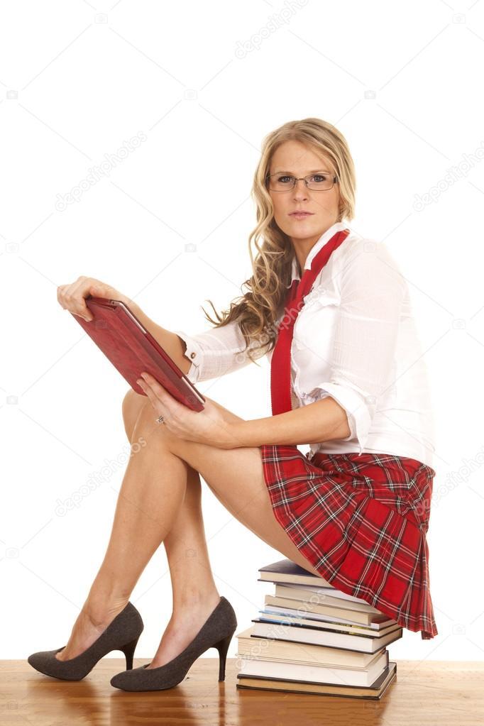 Фото под юбкой когда сидят девушки фото 660-480