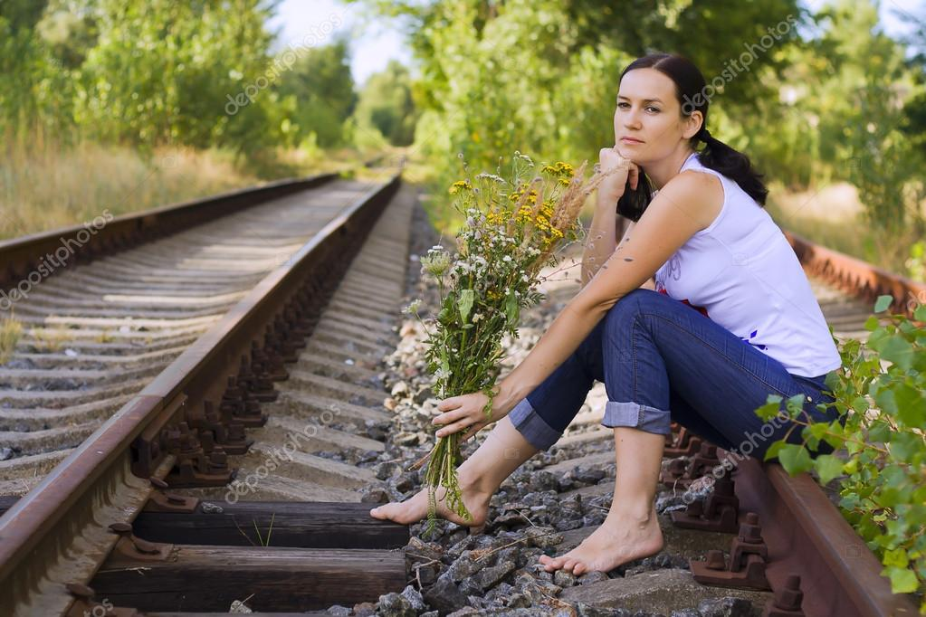 https://st.depositphotos.com/1714836/1201/i/950/depositphotos_12015342-stock-photo-the-girl-on-rails.jpg