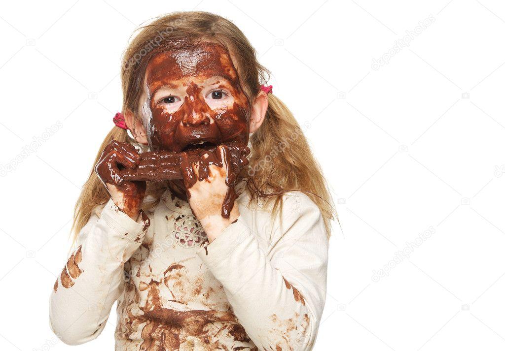 Девушкам испачкали лицо фото