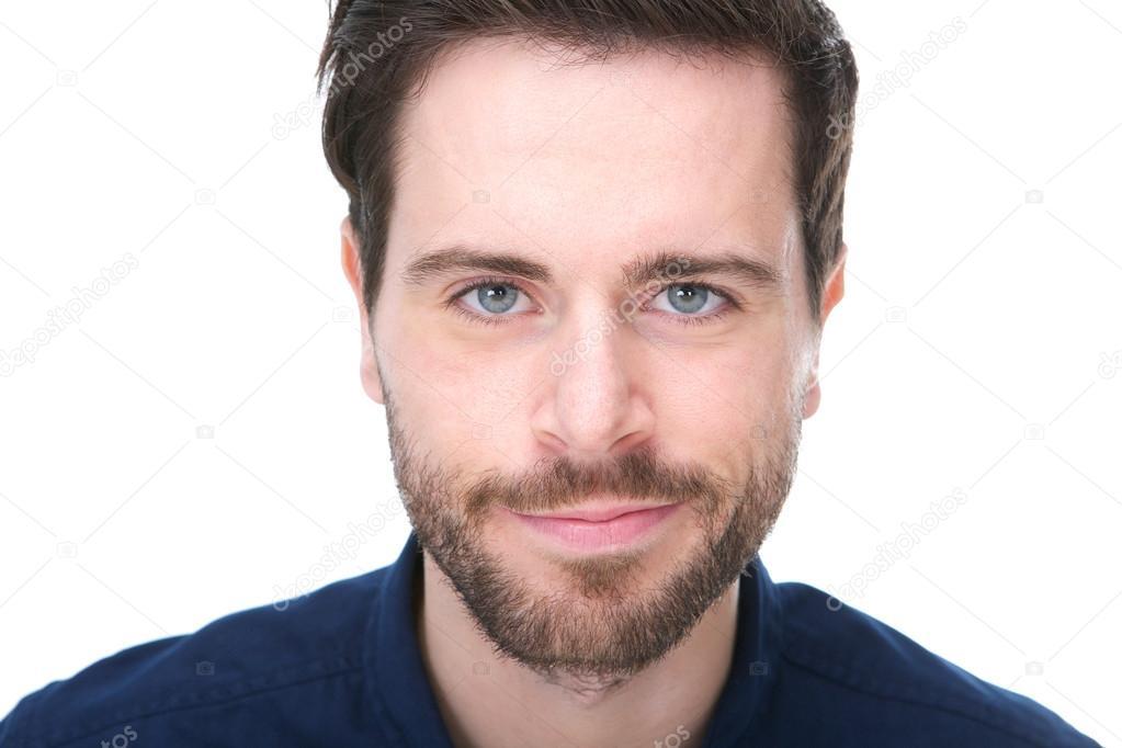 Homme Souriant portrait d'un beau jeune homme avec barbe souriant — photographie