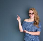 fiatal hölgy ujját