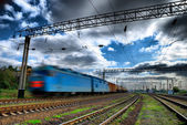 Fotografie spěšný vlak rákosí tmavé obloze
