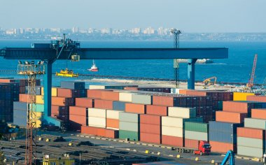 Trade port with containers