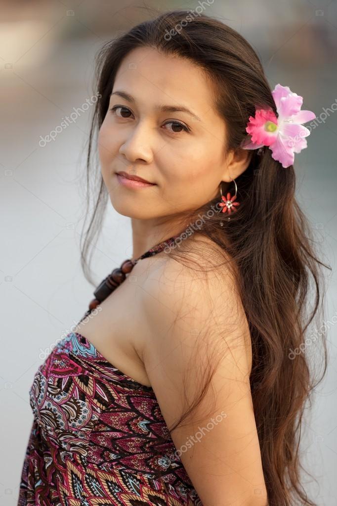 Femme Thailandaise Photos belle femme thaïlandaise — photographie smithore © #13382972