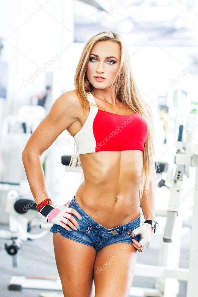 Сексуальная блондинка фитнесс