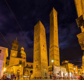 Photo Ancient towers and church in Bologna, Italy
