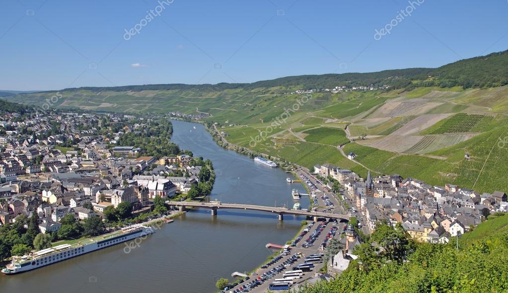 Bernkastel kues, Moezel vallei, Duitsland  u2014 Stockfoto  u00a9 eurotravel #34599753