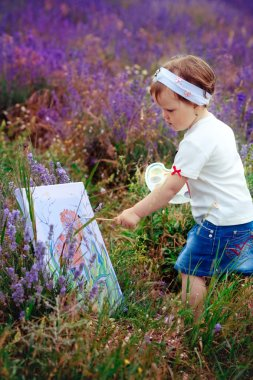 The little girl draws a picture
