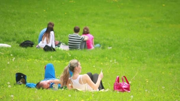 i turisti di rilassarsi nel parco