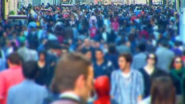 via folla della città