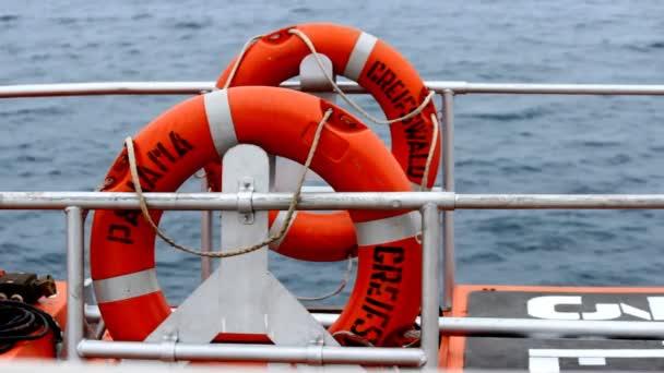 Rettungsringe auf dem Schiff