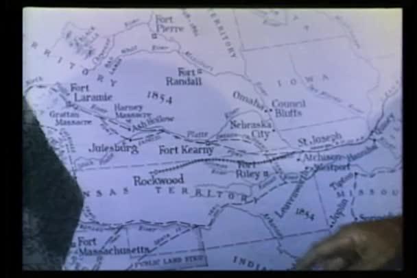 detail ruky ukázal na mapu 1854