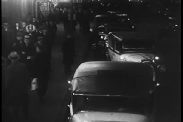 taxíky, které lemují ulice new Yorku třicátých let