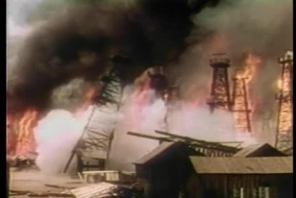 Großfeuer auf Ölraffinerie
