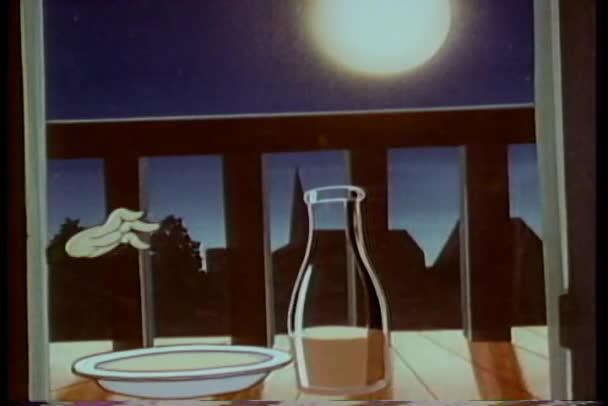 animace kočky ochutnávka misku mléka před krást