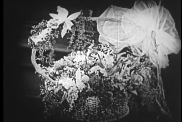 Kosár virágot a születésnapi üdvözlőlapot