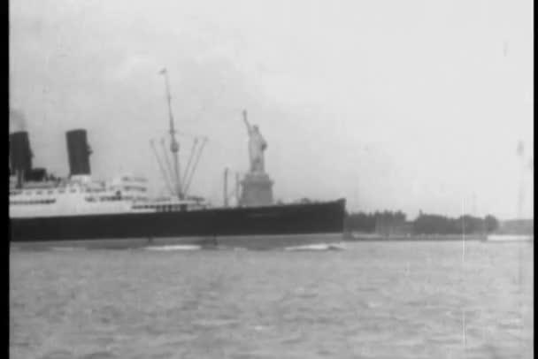 výletní loď sestřih z lodi v přístavu new york