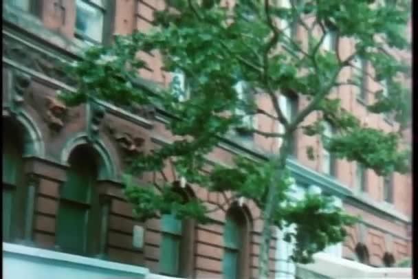 posouvání po straně budovy, new york city