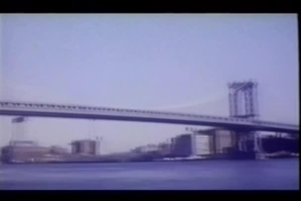 pohled z Brooklynu a manhattan mostů