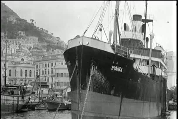 船は港にドッキングloď ukotvený v přístavu