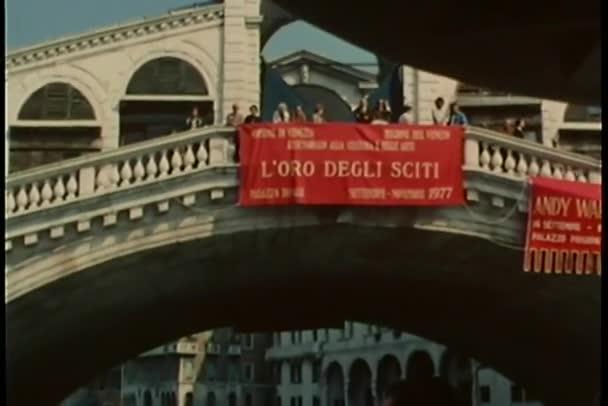 Nézd, Velence, Olaszország-híd alatt