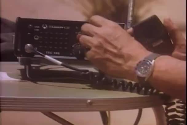 ruce ladění rozhlasový vysílač
