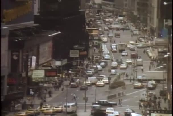 pohled z úhlu vysoký z frekventované ulice new Yorku