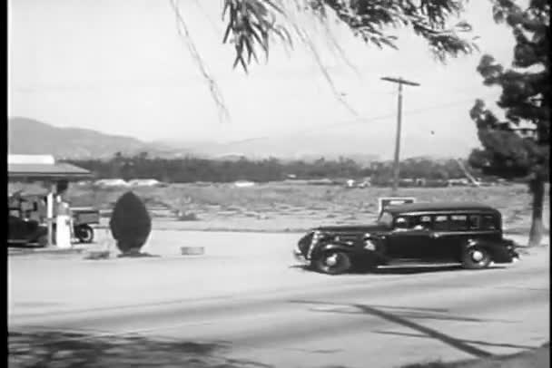 auto do čerpací stanice
