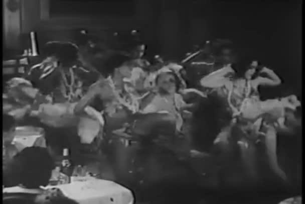 tanečníci provokativní rutina v nočním klubu new york city