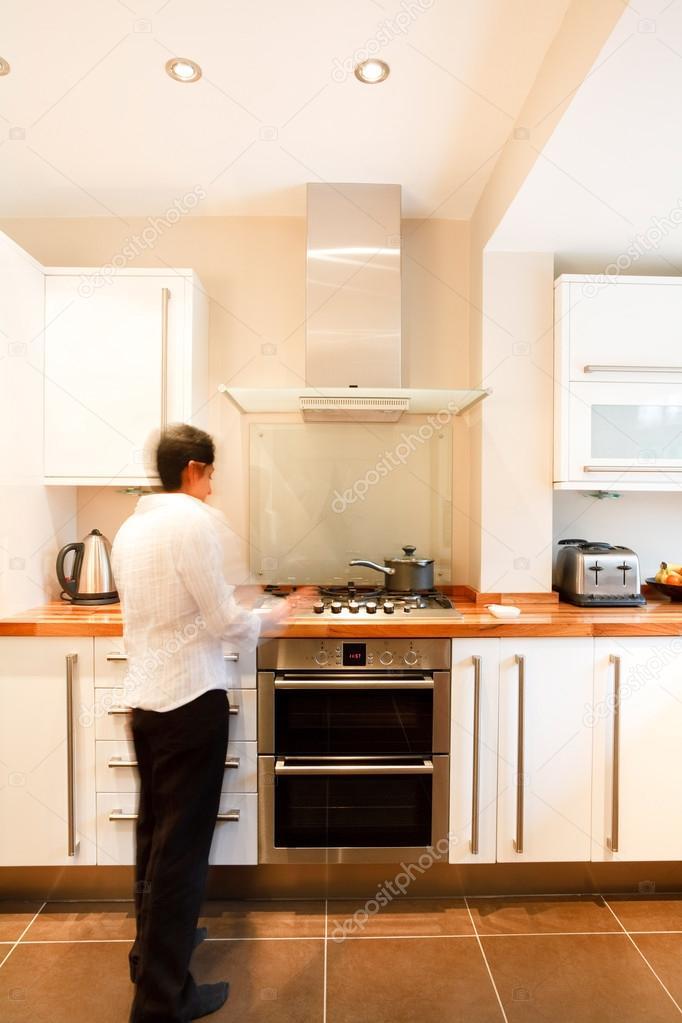 frau in küche — Stockfoto © paulmaguire #13130107