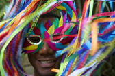 barevné Karneval rio s úsměvem brazilské muž v masce
