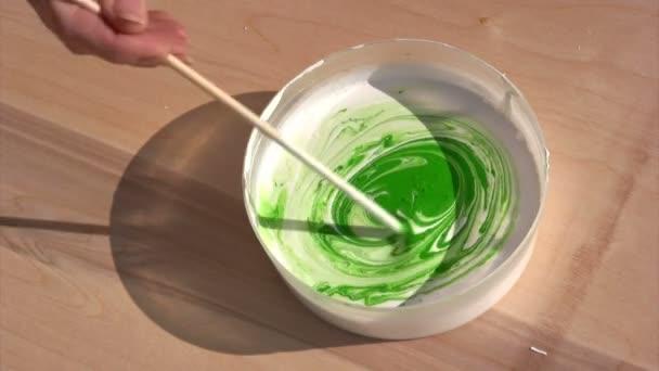 míchání barvy