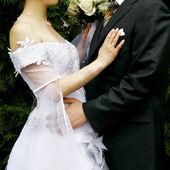 coppia di innamorati il giorno delle nozze