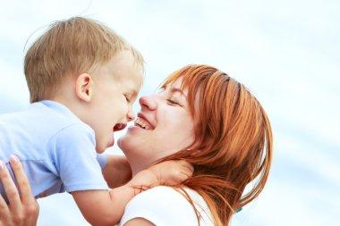 "Картина, постер, плакат, фотообои ""открытый портрет счастливой матери и сына "", артикул 12608126"