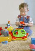 Fotografie chlapeček s hračkami