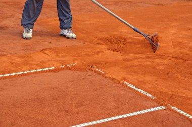 Preparation tennis court